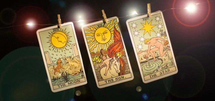 Mejora tus lecturas de tarot con la astrología!